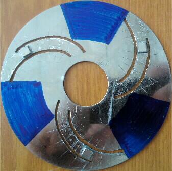 3 спирали, по 1 магниту в каждом, Северные полюса смотрят вовнутрь загиба
